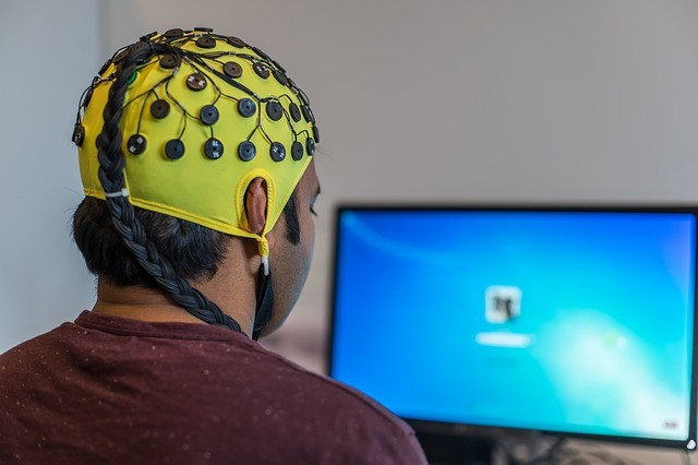 Substitute to Coffee? To sync brain waves to improve performance