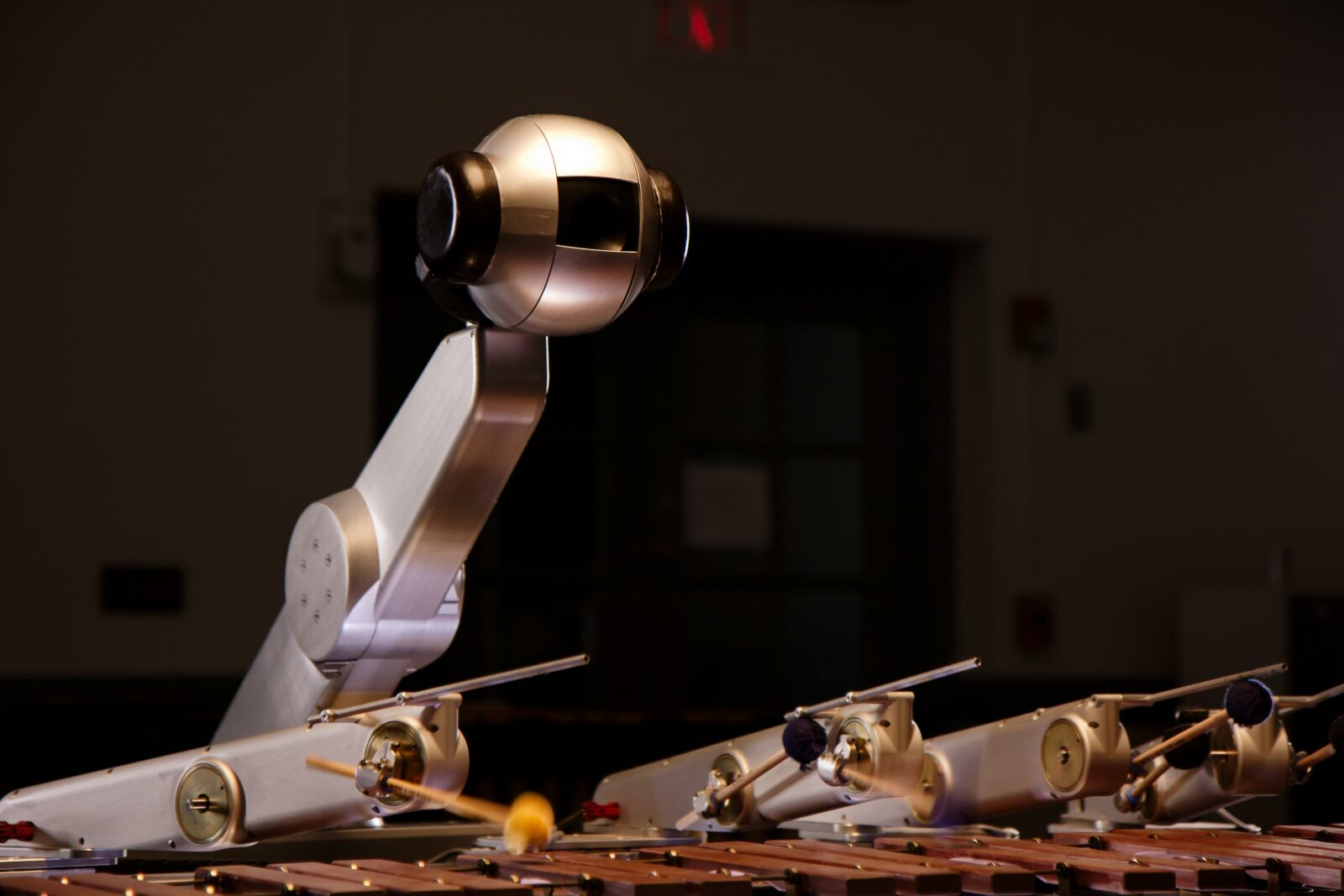 Robot learns to compose its own music